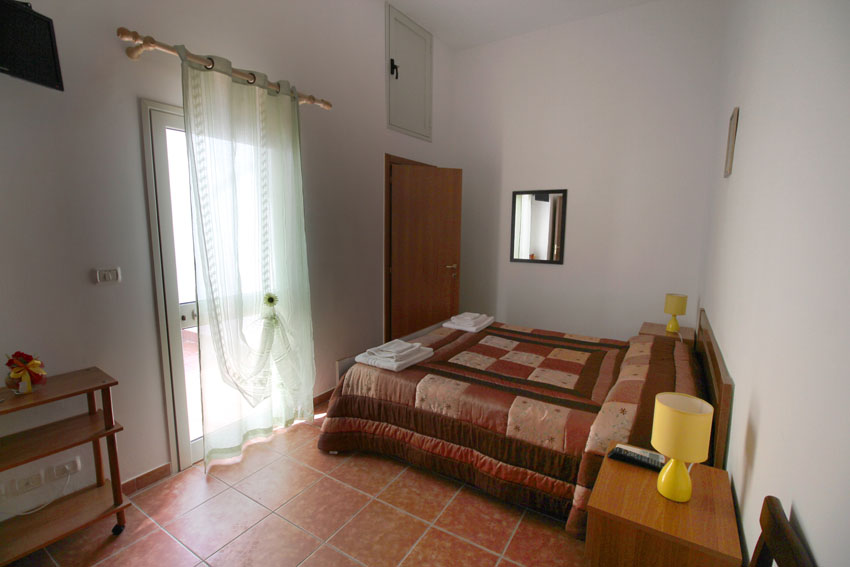 Camere b b camera caf 2 bed and breakfast santa maria al bagno - Camera cafe santa maria al bagno ...